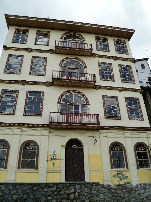 Top things for travellers to Ecuador - colonial Cuenca