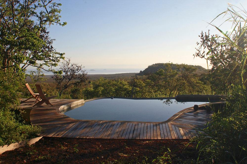 glamping-galapagos-safari-tent-infinity-pool