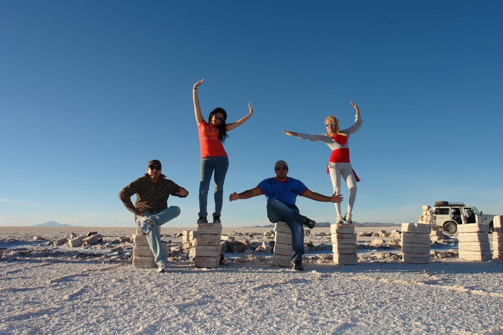 bolivia-salt-flats-tourists