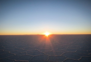 bolivia-tours-uyuni-salt-lake-sunset