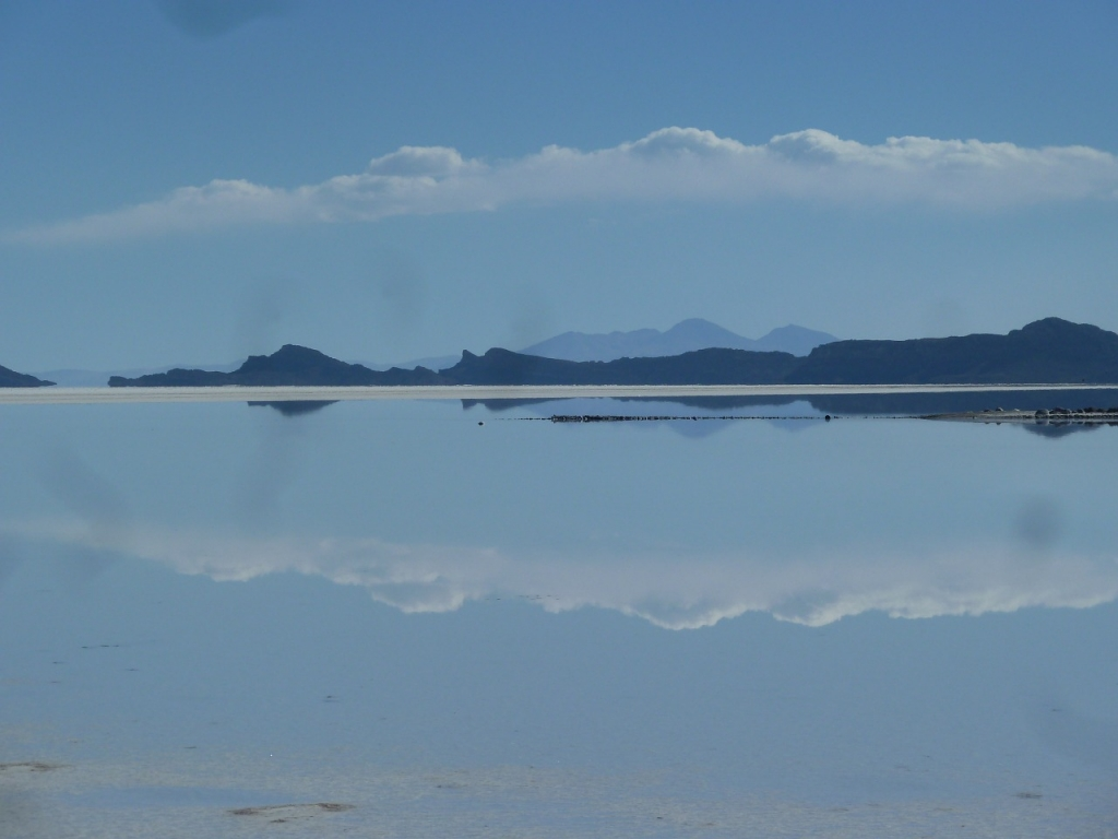 bolivian-salt-flats-uyuni-mirror-like
