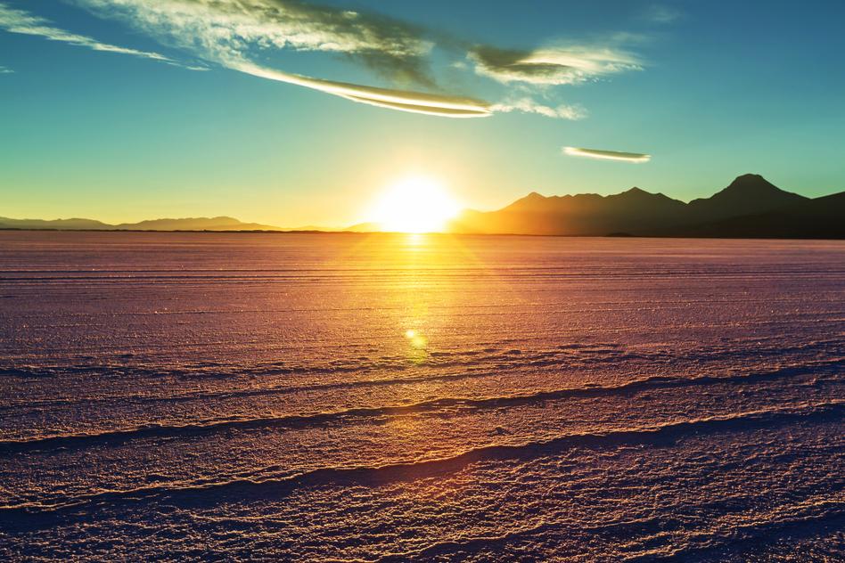 Uyuni-bolivian-salt-flats-sunset-colours