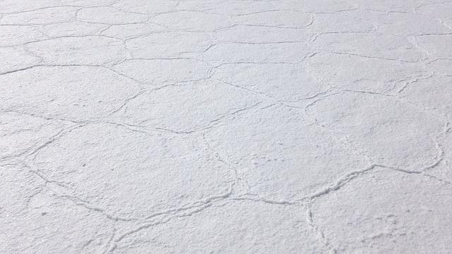 uyuni-bolivian-salt-flats-surface