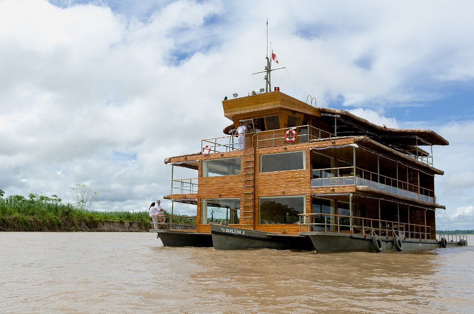 luxury-amazon-cruise-delfin-1-exterior